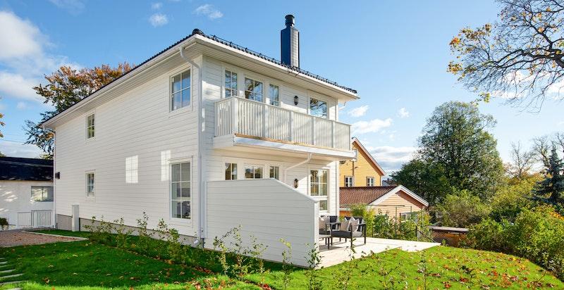 Bygget er tegnet av Stavseth og Lervik Arkitekter som har sikret at det estetiske blender sømløst inn i det praktiske