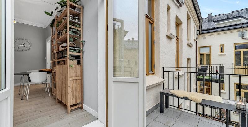 Balkong ut fra kjøkkenet oppført i 2013