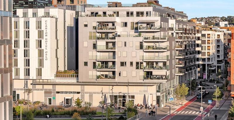 Beliggenheten gir deg noe av det beste Oslo har å by på, omkranset av spennende arkitektur av høy klasse.