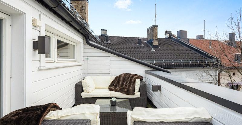 Herlig terrasse med sol til sen kveld