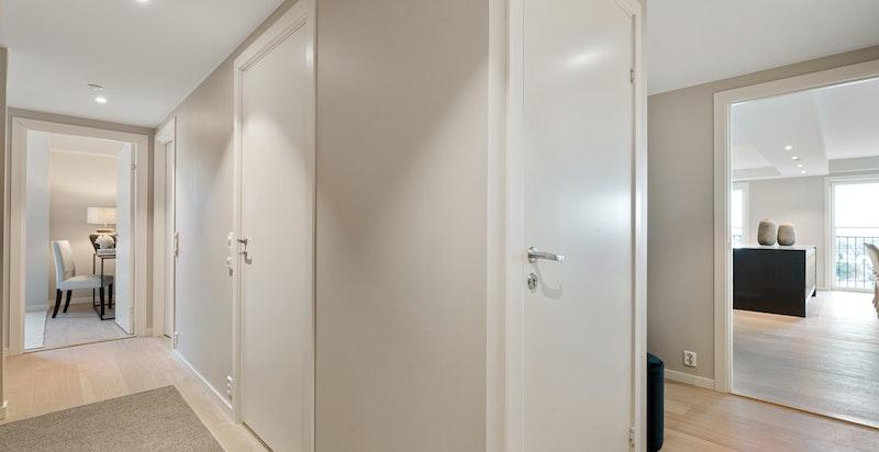 Gang/hall på vei inn til soverom 3, bad nr 2 og vaskerom