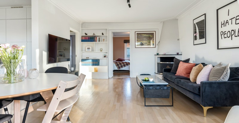 Fra stue mot soverom. Kan enkelt åpnes til en ekstra stue ved behov.