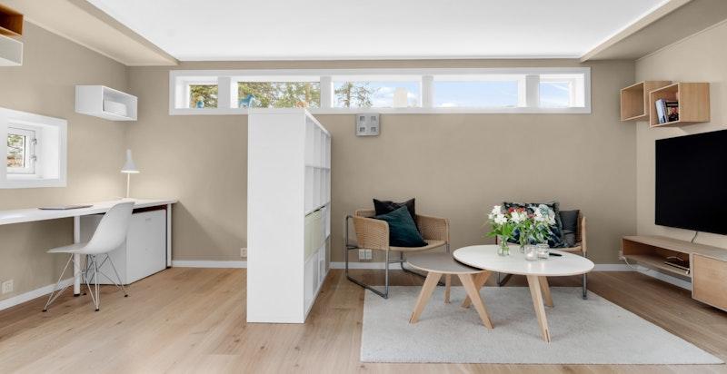 Rommet kan tenkes benyttes som arbeidsrom eller tv-stue