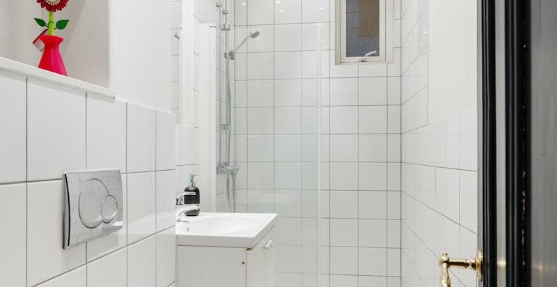 Bad med dusj og wc ble pusset opp i 2008