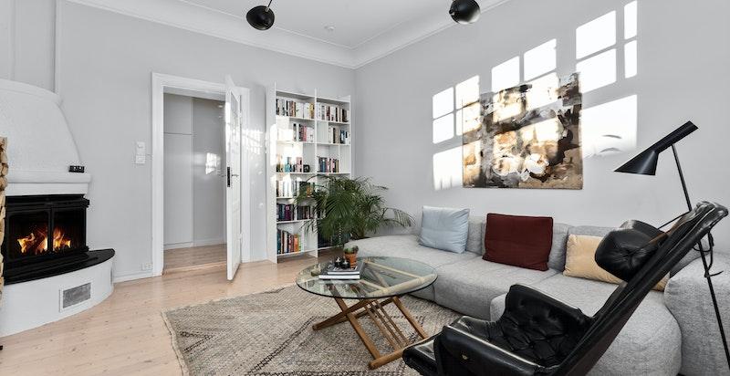 Stor, luftig stue som er enkel å møblere.