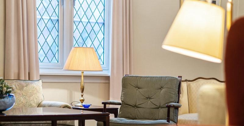 Leiligheten og gåden har en god teknisk standard hva angår tak, gulv og vegger.