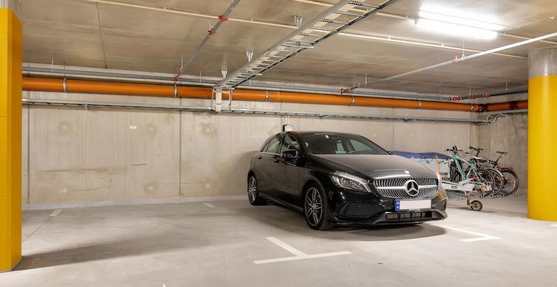 Medfølger garasjeplass, enkel adkomst via heis eller trapper.