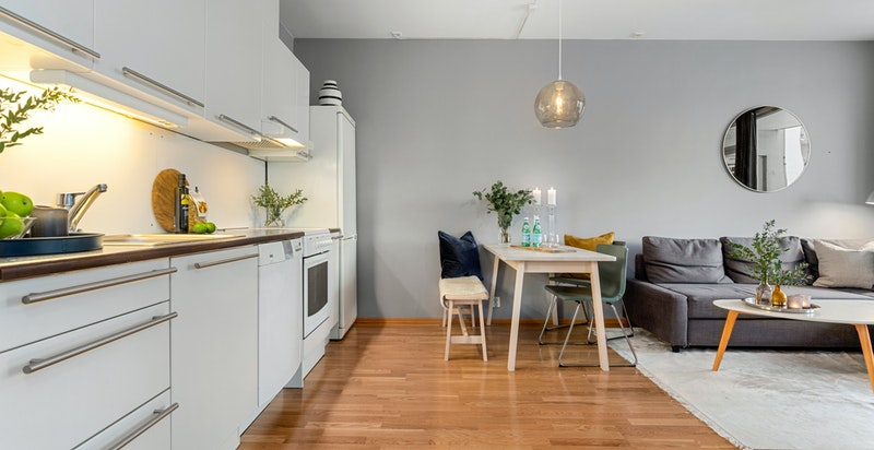 Selv med åpen løsning vil man oppleve at kjøkken og stue er delt inn i soner.