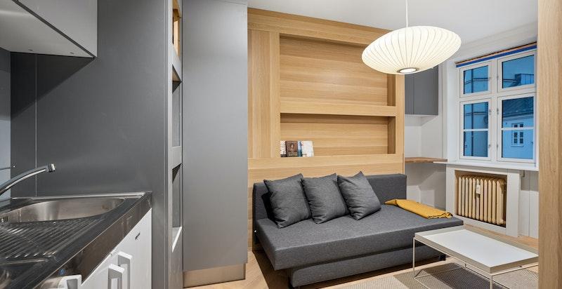 Soverom nr. 3 har også hybelkjøkken og ligger for seg selv i en egen del av leiligheten med tilgang til bad nr 2