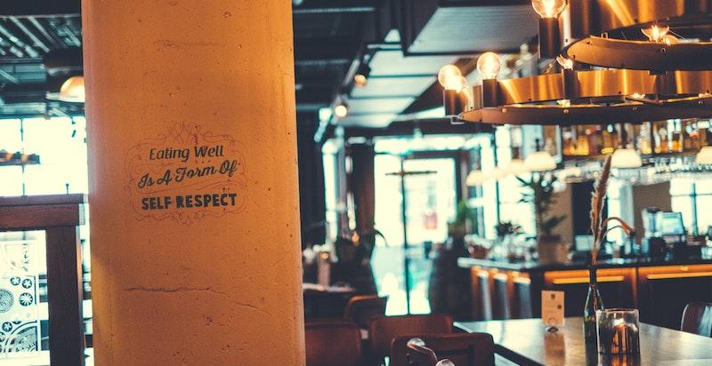 I nærområdet finnes også alle typer kafeer og serveringssteder.