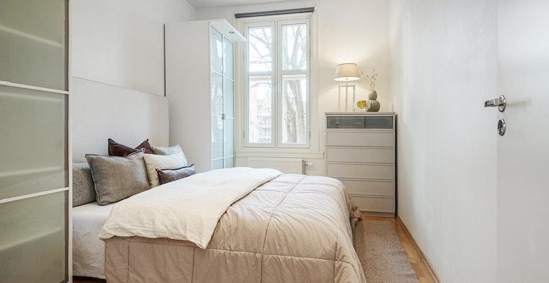 God størrelse på soverommet, og god takhøyde i leiligheten.