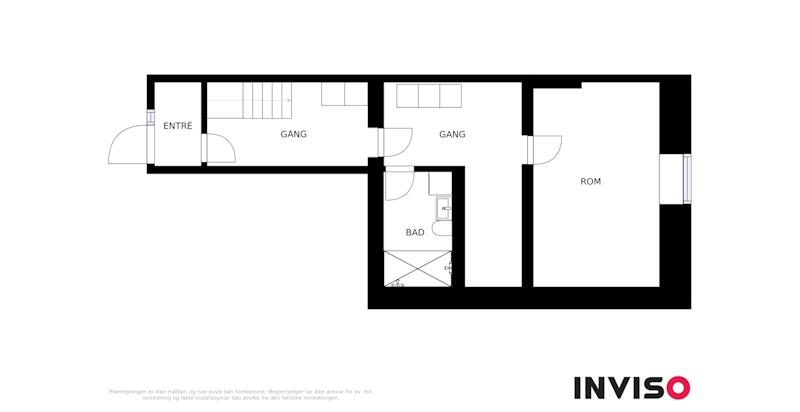 Plantegning første etasje - godt med lagringsplass og stor hall