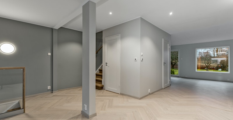 I boligen er det også bad/toalett i hver etasje
