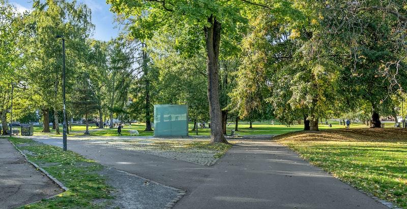 Sofienbergparken er populært for joggeturer og solbading om sommeren.