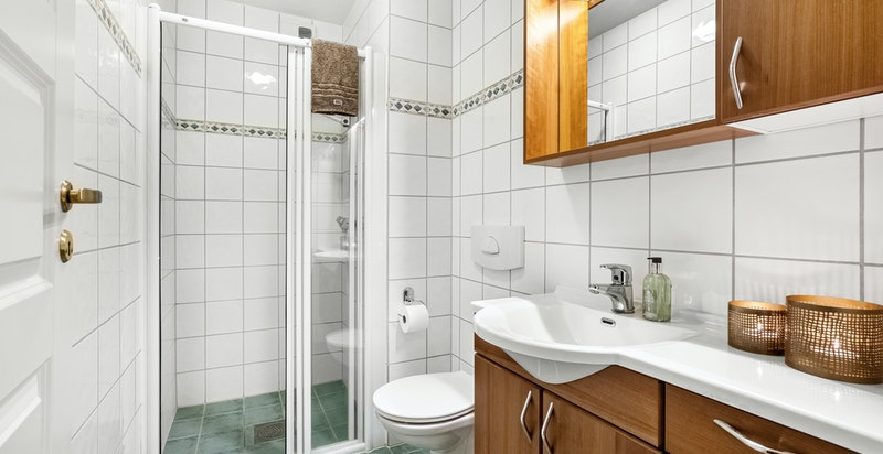 Bad nr. 2 med dusj og wc