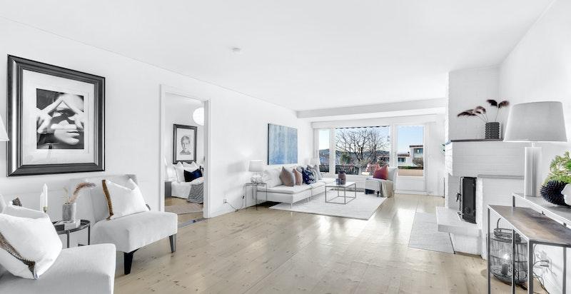 Leiligheten har en romslig stue med god plass til ønsket stuemøblement.