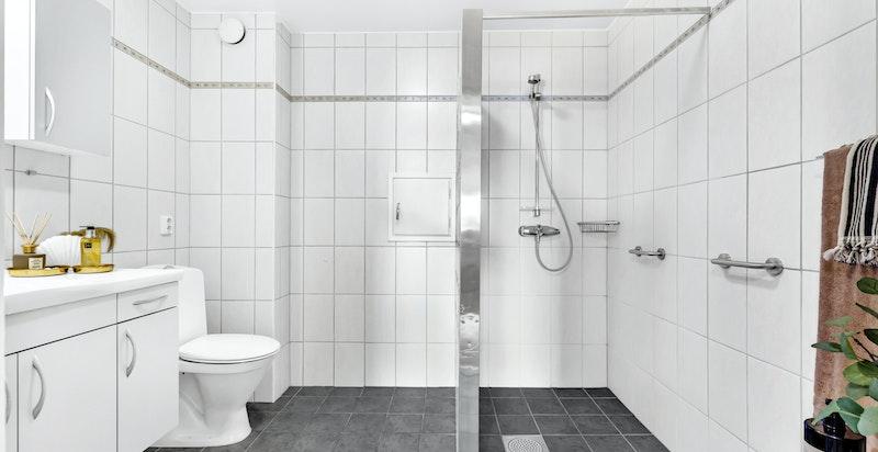 Badet er romslig med mulighet for utvidelse.