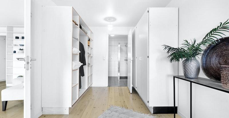 Hovedsoverommet har god plass til garderobeinnredning.