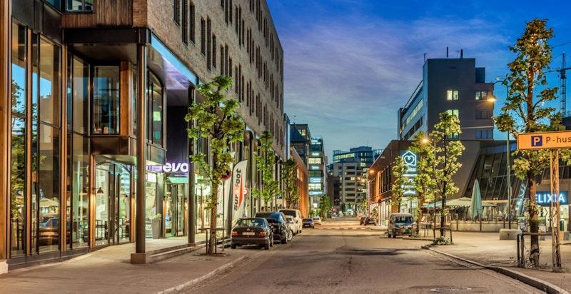 Karenslyst Allé fungerer som et lokalt sentrum og møtepunkt for beboerne på Skøyen.