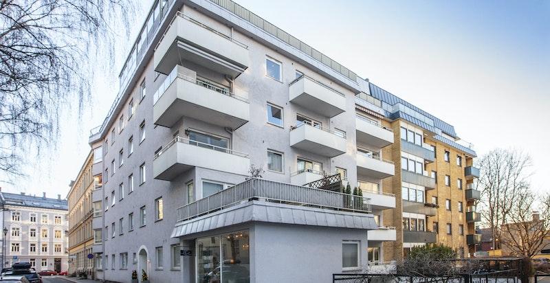 Like ved Vestkanttorget ligger denne flotte 4-roms leiligheten med heis og balkong