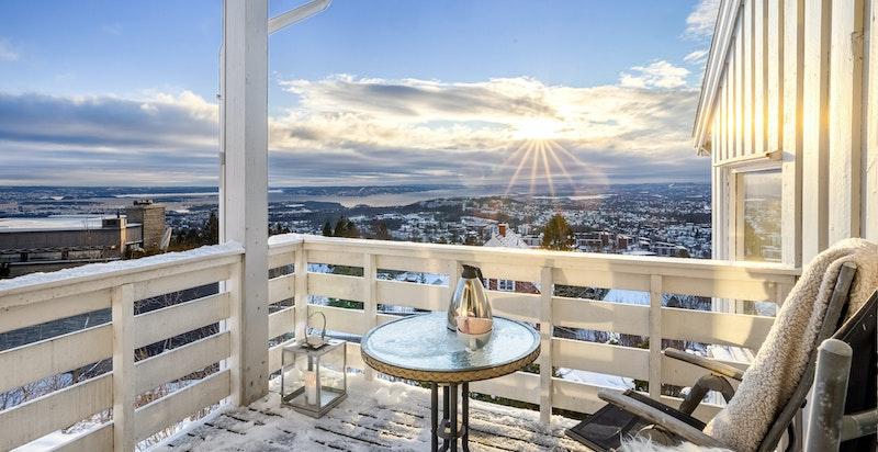Hyggelig balkong ut fra kjøkkenet