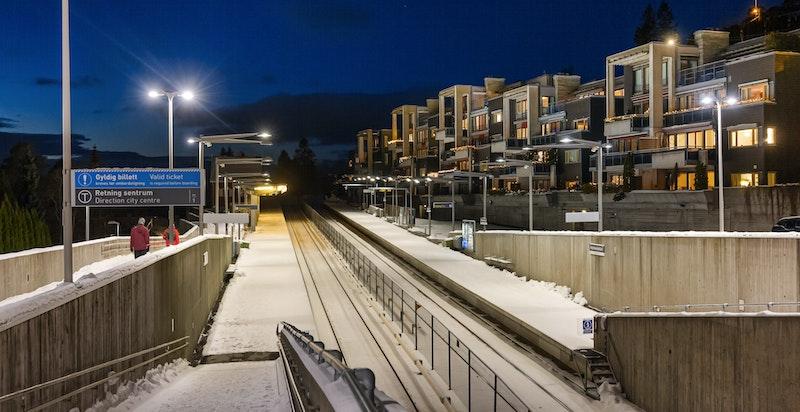 Holmenkollen T-banestasjon innen kort gangavstand fra boligen.