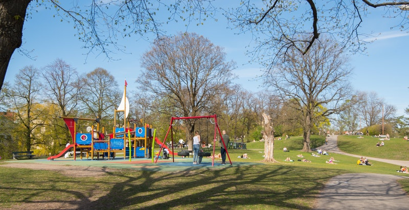 Nærområdet har også flere flotte parker til glede for store og små