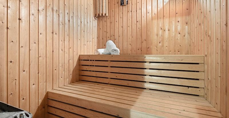 Det er badstue tilknyttet badet i hybel.