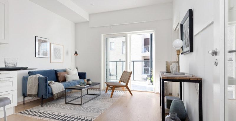 Stue med god takhøyde på 2.45 m, og enstavs parkett med vannbåren gulvvarme.