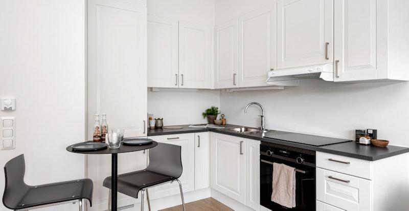 Kjøkkeninnredning fra Sigdal med integrerte hvitevarer.