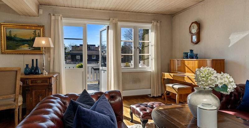 Stor og flott stue med utgang terrasse