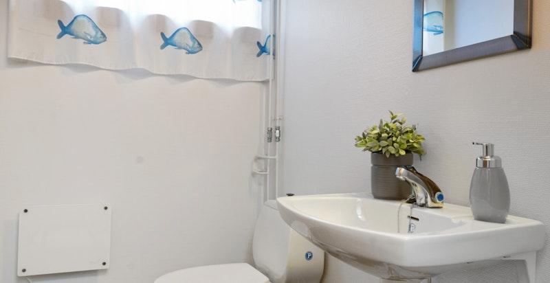 Separat toalett i kjeller