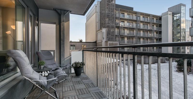 Fra stuen har du utgang til en flott balkong mot rolige omgivelser