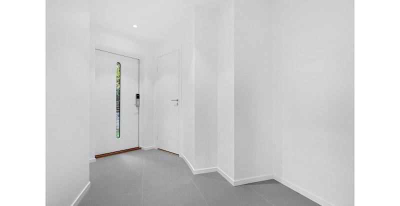 Inngang - hall. Bildet er fra snr 1. Denne sekjonen er speilvendt