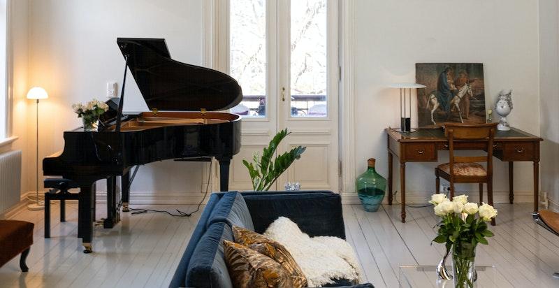 Rommet er av god størrelse og her har man flere møbleringsmuligheter.