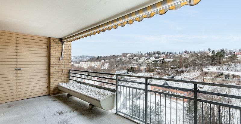 Balkong med gode solforhold og flott utsikt samt bod