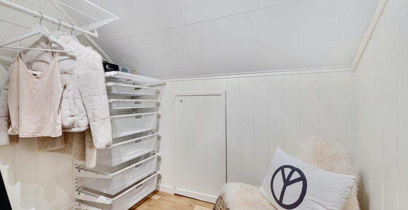 Garderoberom / bod på loft