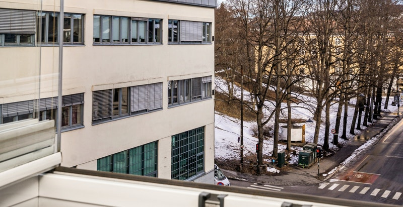 Utsikt fra balkongen mot fagerborg kirke og Stensparken