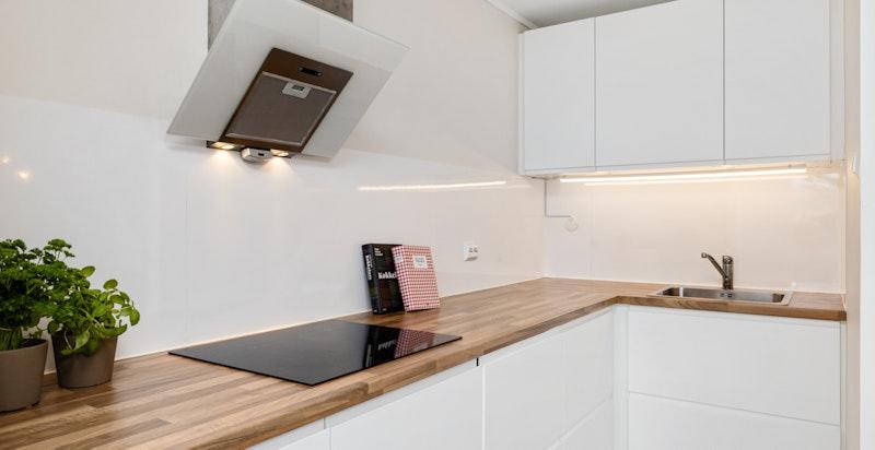 Kjøkkenet er komplett utstyrt med integrerte hvitevarer