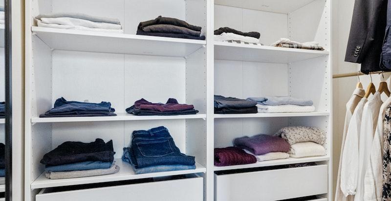 Omkledningsrom med garderobeløsning fra PAX