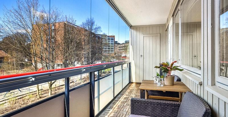 Innglassingen gjør balkongen til et ekstra oppholdsrom store deler av året