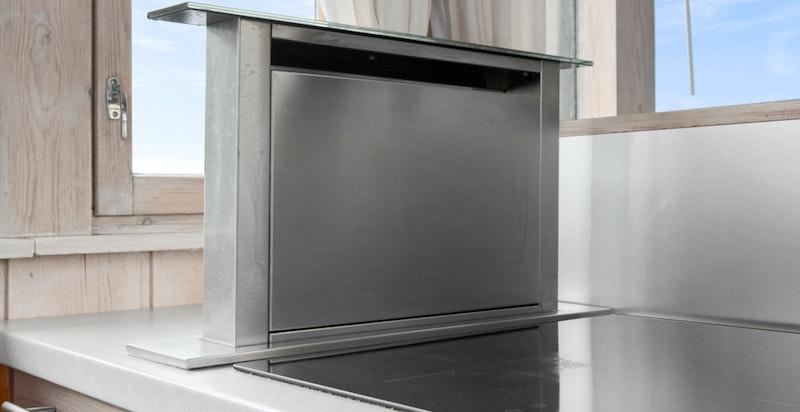 Detalj kjøkken med praktisk avtrekkssvifte