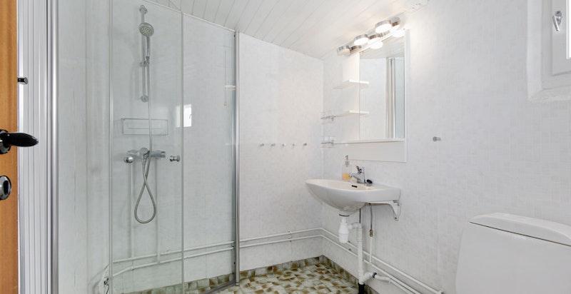 Bad med dusjhjørne