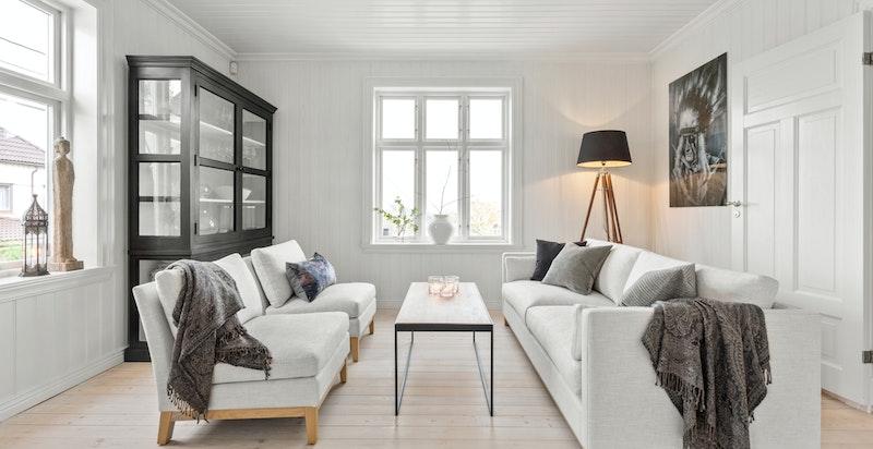 Huset passer godt til en stor familie, med sine lune og hyggelige rom/ soner å oppholde seg i.