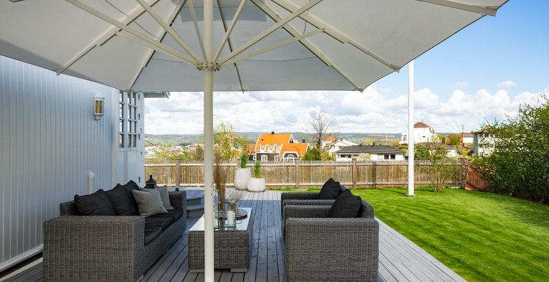 Området anses som veletablert, attraktivt og barnevennlig med gangavstand til Lillestrøm med alt av servicetilbud.