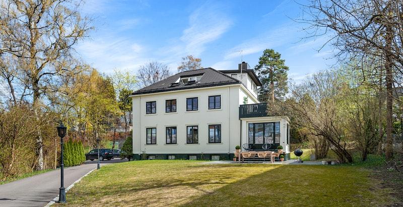 Townhouse med 3 leiligheter - en i hver etasje.
