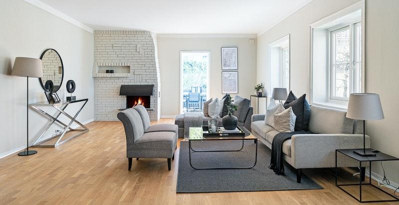 Stue med peis og utgang takterrasse