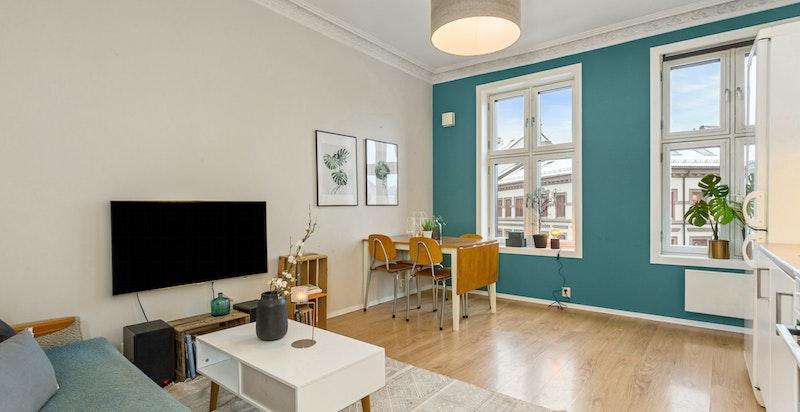 Klassisk leilighet med god takhøyde og store vinduer
