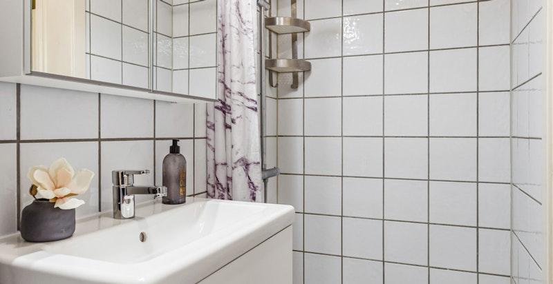 Flislagt bad som ble oppgradert i regi av borettslaget i 2006