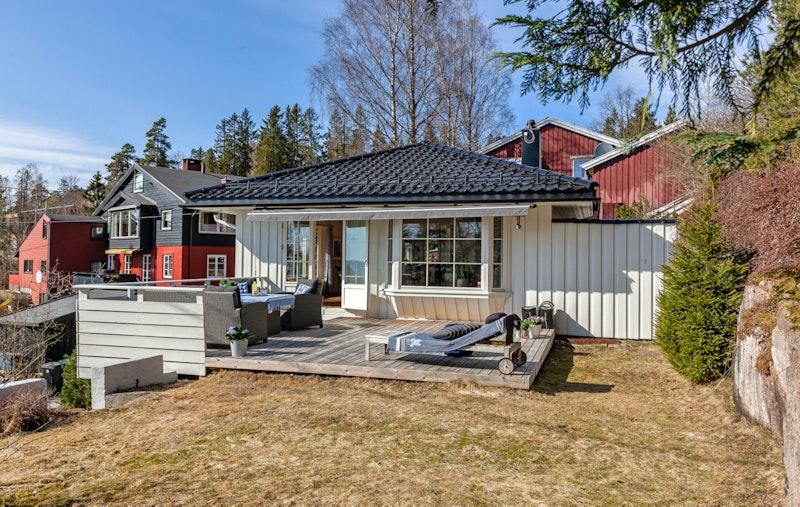 Velkommen til denne hyggelige og solrike eiendommen på Holmenkollen